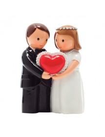 Casal de Noivos Com Coração Vermelho